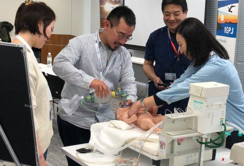 協力して実習に挑む湊先生(左)と米原先生(中央)と京極先生(右)